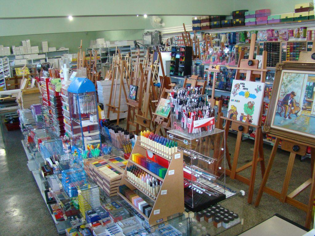 Departamento Belas Artes das lojas Casa da Arte